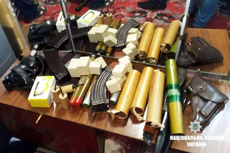 Зброю виявили в одному з домоволодінь Прикарпаття