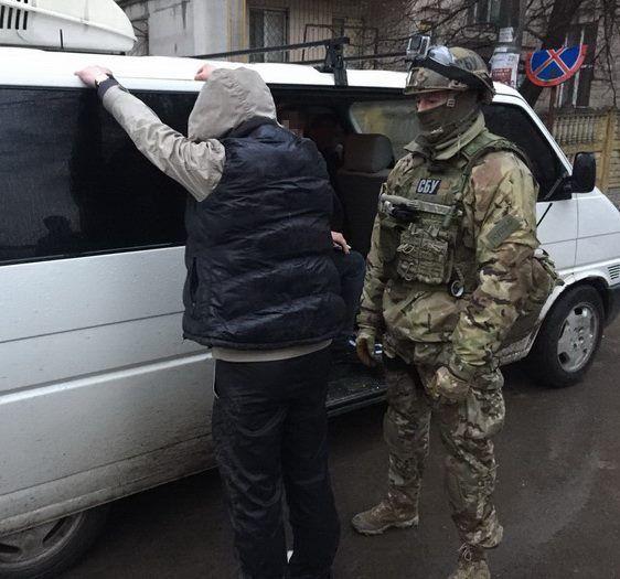 Маскувалися під ЗСУ: СБУ накрила небезпечну банду