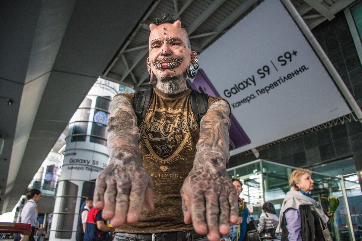 """В Киеве """"засветился"""" самый пирсингованный человек в мире"""
