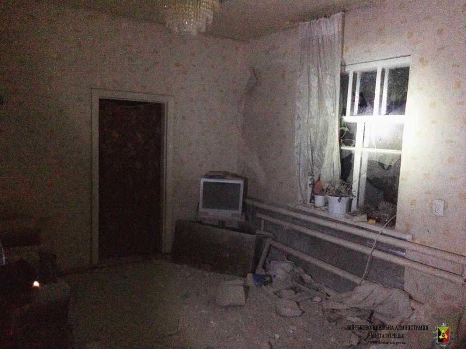 """""""Дивом вціліли"""": на Донбасі обстріляли будинки"""