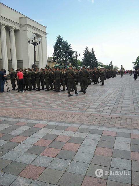 Бійці Нацгвардії України складають присягу під Верховною Радою 18-05-2018