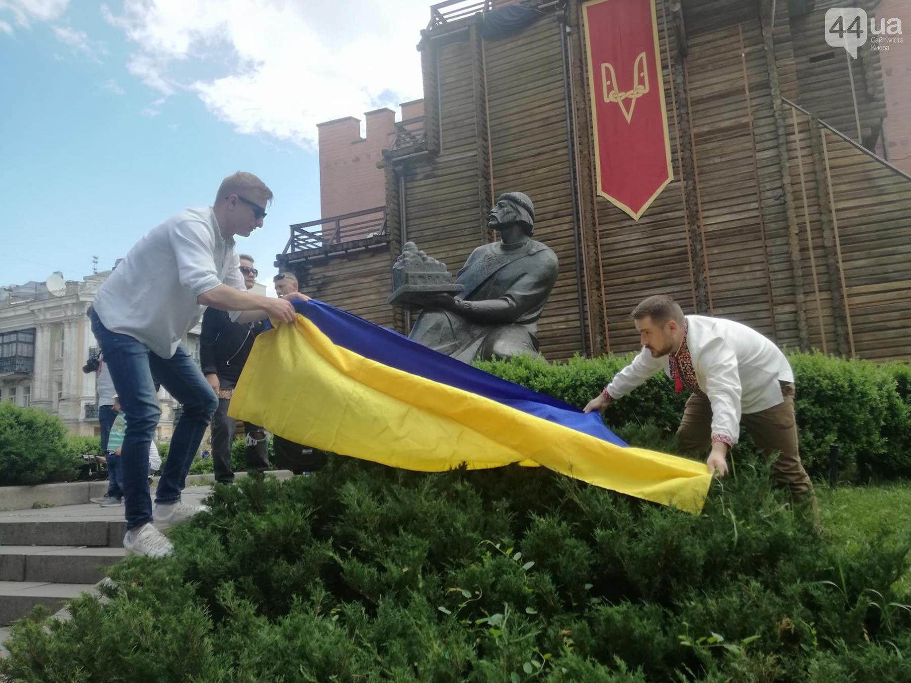 """У Києві влаштували яскравий """"Мегамарш вишиванок"""""""