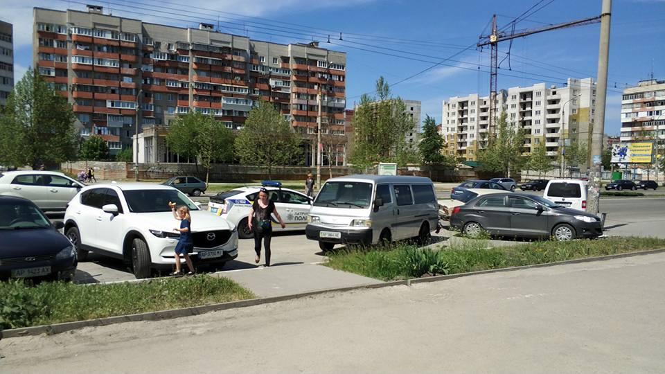 Пьяная женщина на ВАЗе устроила тройное ДТП в Запорожье (ФОТО)