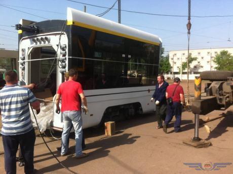 З кондиціонером і Wi-Fi: у Києві випробували трамвай