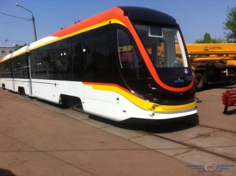 С кондиционером и Wi-Fi: в Киеве испытали трамвай