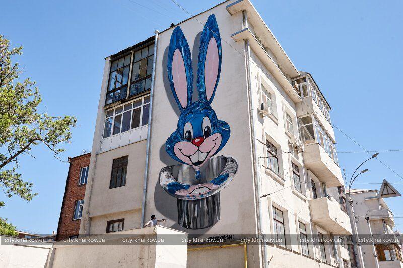 Известный британец нарисовал 3D-мурал в Харькове