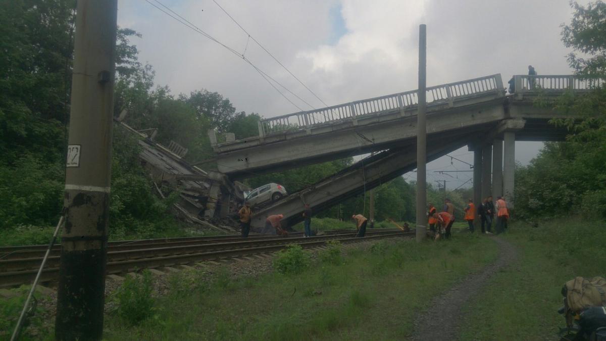 Терористи підірвали міст на Луганщині