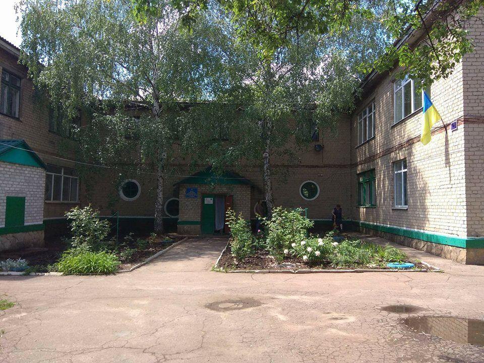 На Донбасі обстріляли дитячий центр