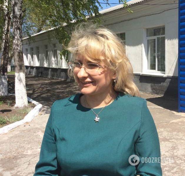 Директором Авдіївської школи Оксана Дейнега стала у 2013 році. До цього працювала методистом у відділі освіти, а ще раніше - фельдшером. Має дві освіти, за одним із фахів - психолог. До війни і уявити було важко, наскільки це стане у пригоді.