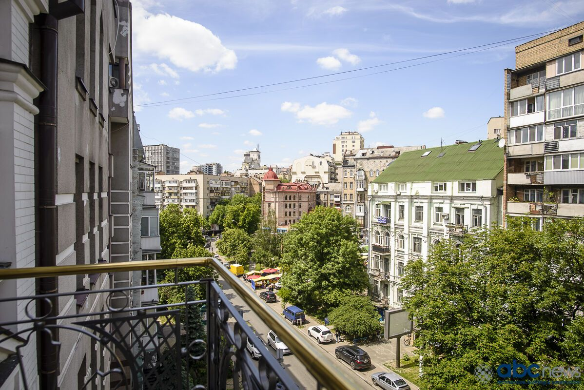 """Где будет жить """"Реал"""" в Киеве: фото номеров"""