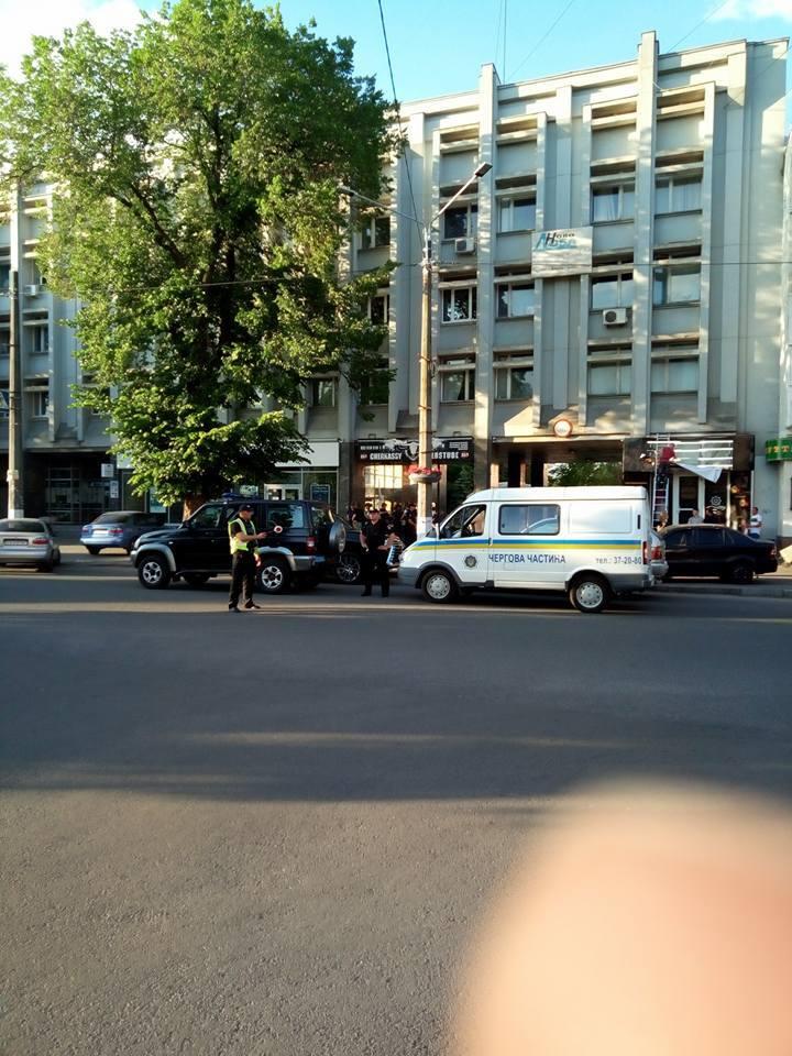 В Черкассах человек с гранатами захватил офис партии: все подробности