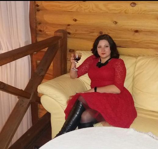 """Виховательку дитсадка звільнили за """"аморальні"""" фото"""