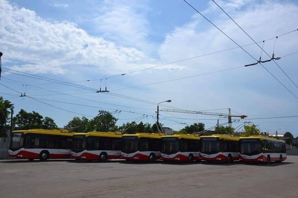 """Могут """"приседать"""": в Одессе похвастались новым электротранспортом"""