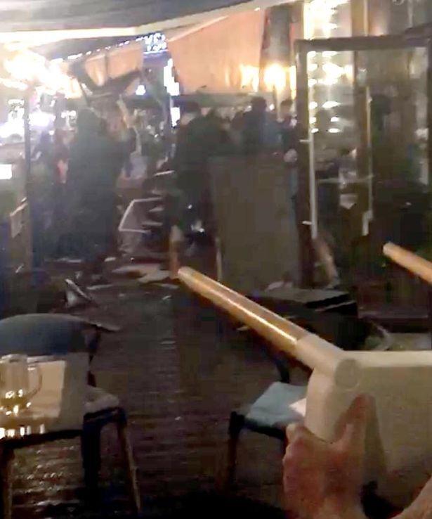 """У Києві натовп у масках напав на фанів """"Ліверпуля"""""""