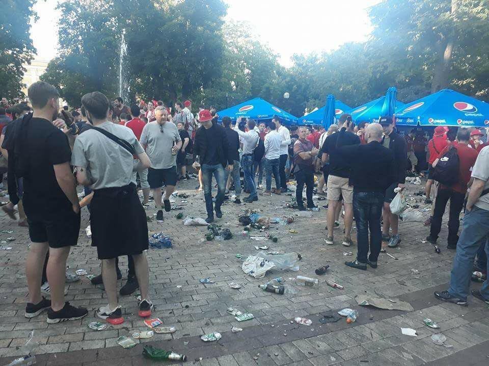 """Фанаты """"Ливерпуля"""" загадили парк Шевченко"""