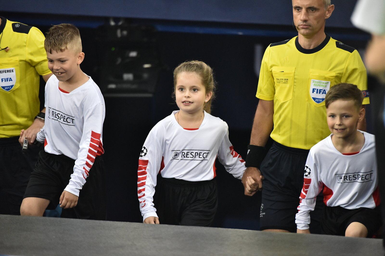 Дочь Ярославского вывела на поле арбитра финала ЛЧ 2018