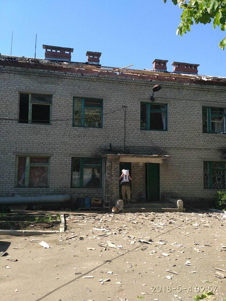 """Бойовики """"ДНР"""" обстріляли житлові будинки: фото руйнувань"""