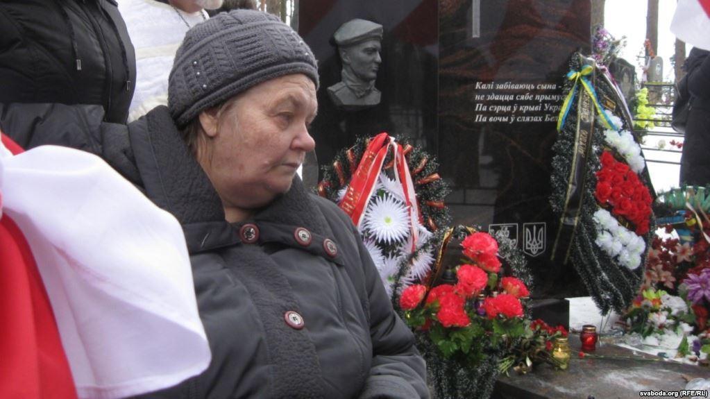 У Білорусі померла мати героя Небесної Сотні