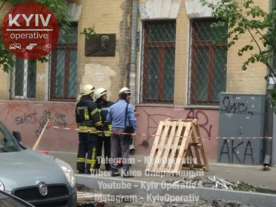 В центре Киева обрушился фасад дома