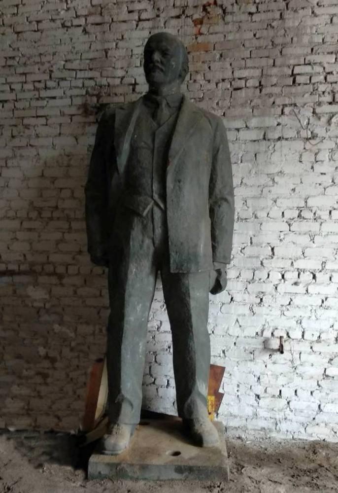 Памятник Ленину выставили на торги на Харьковщине