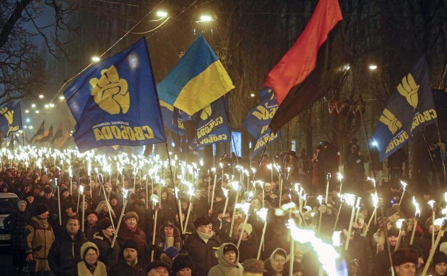 Факельное шествие в честь дня рождения Степана Бандеры