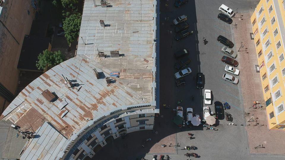В Одессе засняли нудиста на крыше дома