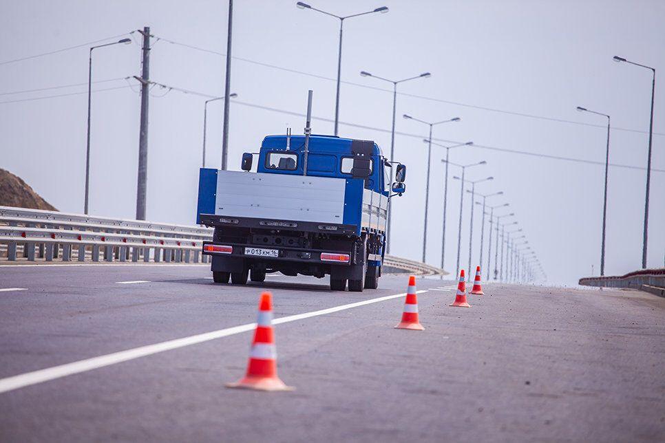 Поблизу Кримського моста пустили безпілотні авто