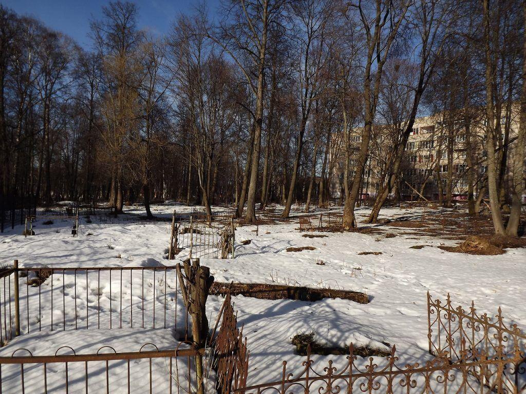 """""""Деды воевали"""": на Донбассе забросили кладбища"""