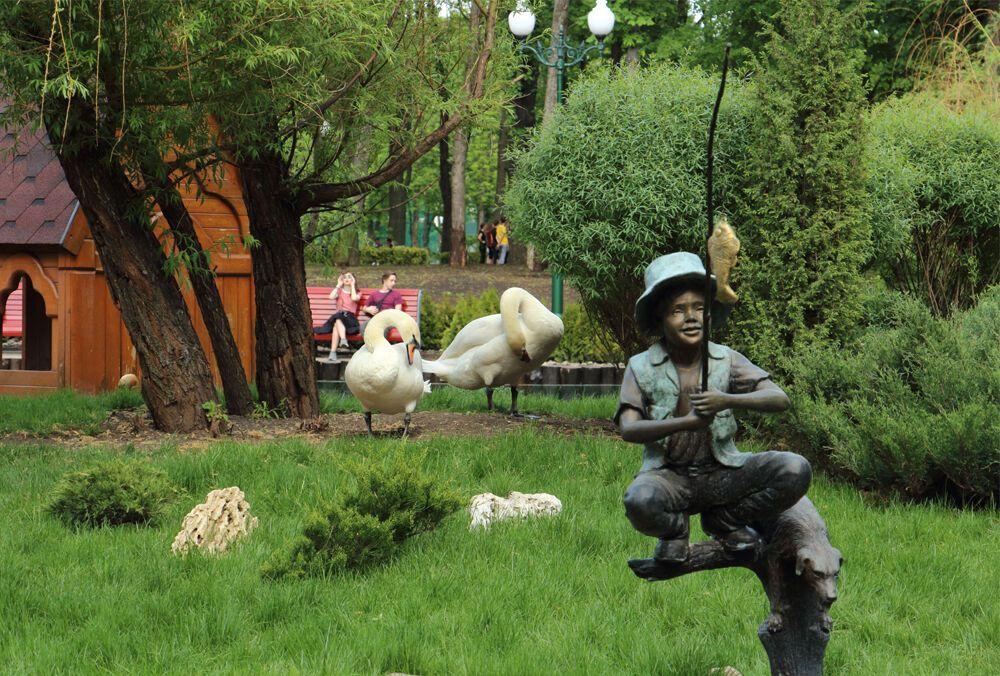 """Птахи з харківського зоопарку полетіли у """"відрядження"""". Відеофакт"""