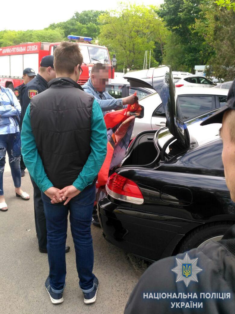 В Одесі затримали BMW з прапором і символікою СРСР