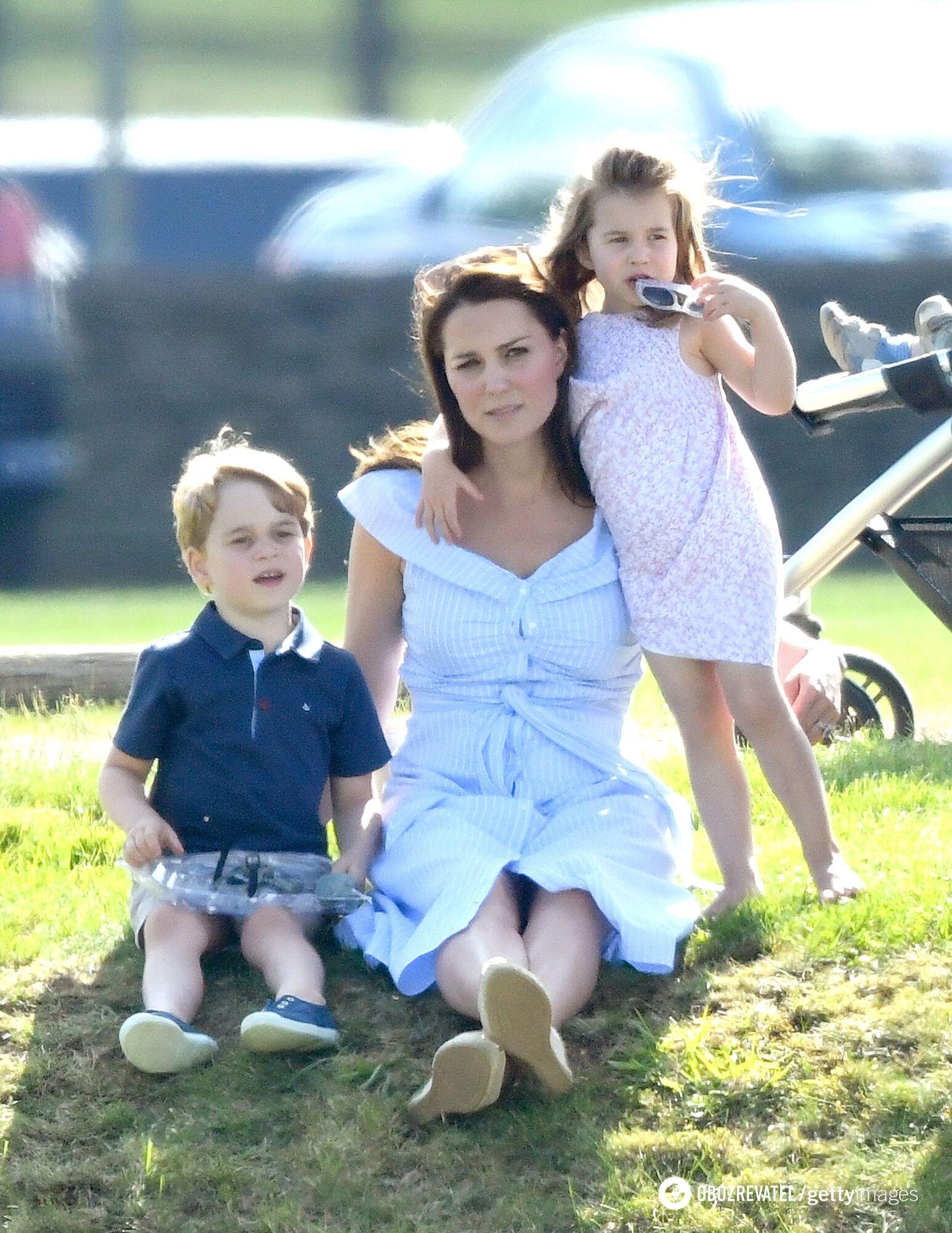 Кейт Міддлтон з принцом Джорджем і принцесою Шарлоттою