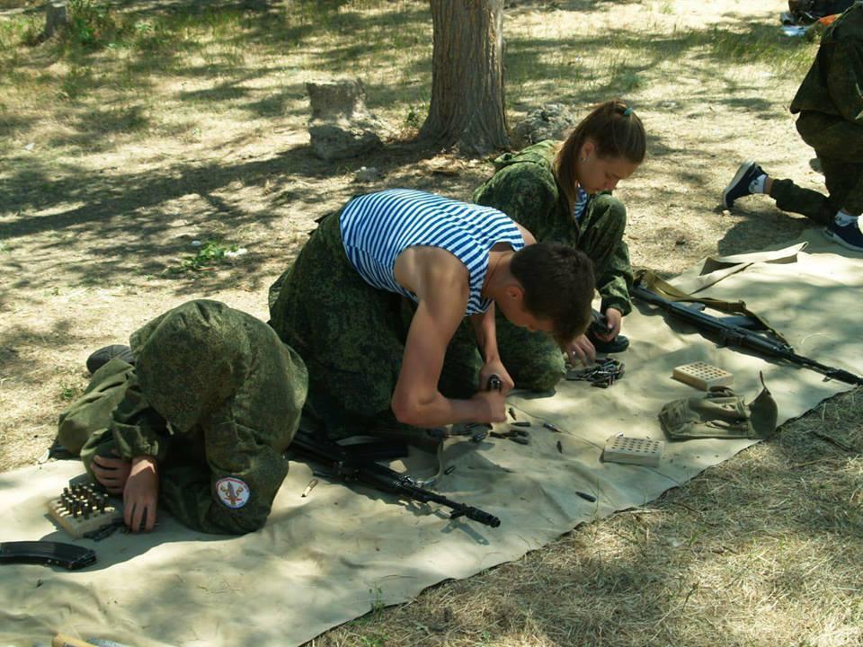 Полная милитаризация: дети в Крыму помогают ФСБ ловить украинцев
