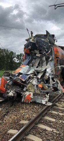 В Польше грузовик протаранил поезд: десятки пострадавших
