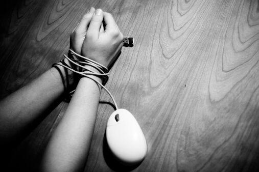 Знімають порно та гвалтують: як в Україні полюють за дітьми
