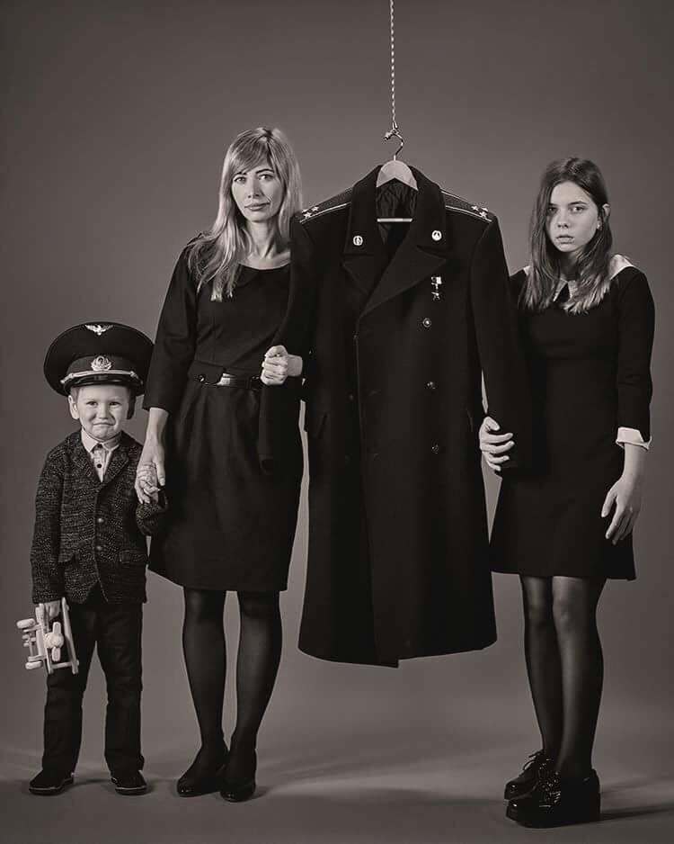 При чем футбол? Трогательное фото семьи летчика сбитого Ил-76