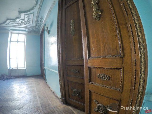 Дворец моряков в Одессе: как разрушается историческое здание