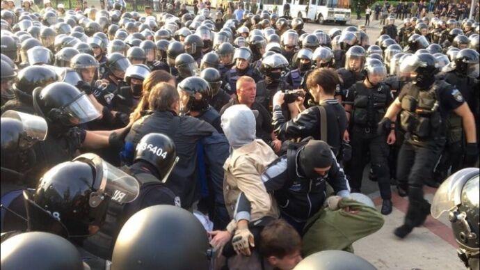 У Києві сталися зіткнення через ЛГБТ-парад: всі подробиці