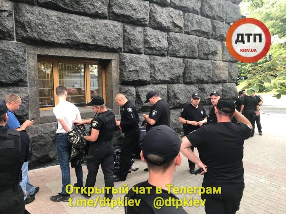 В Киеве задержали парня с арсеналом оружия