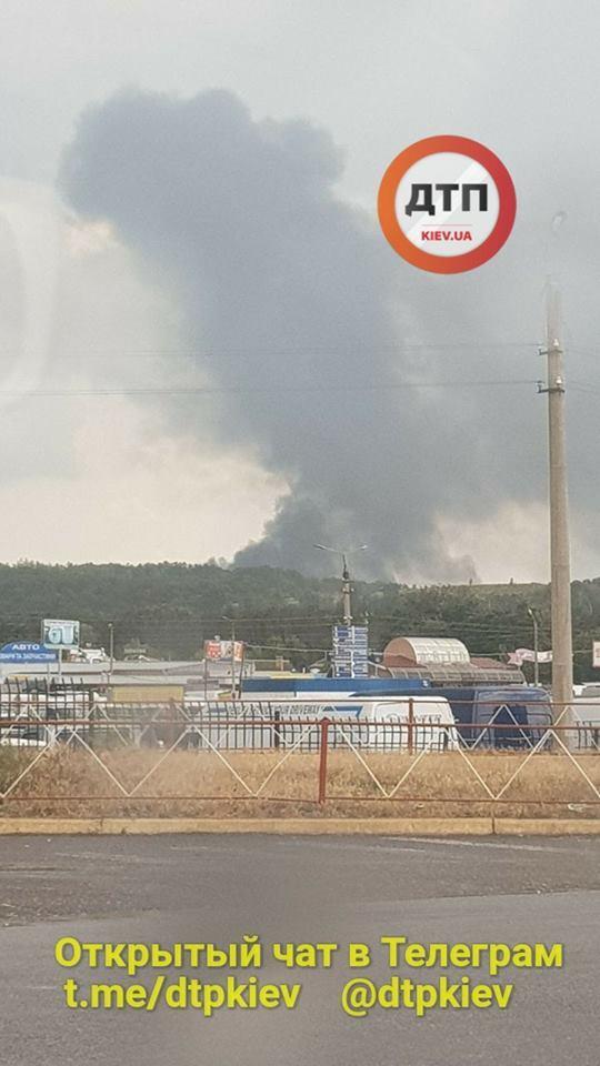 Под Киевом возник мощный пожар: первые фото