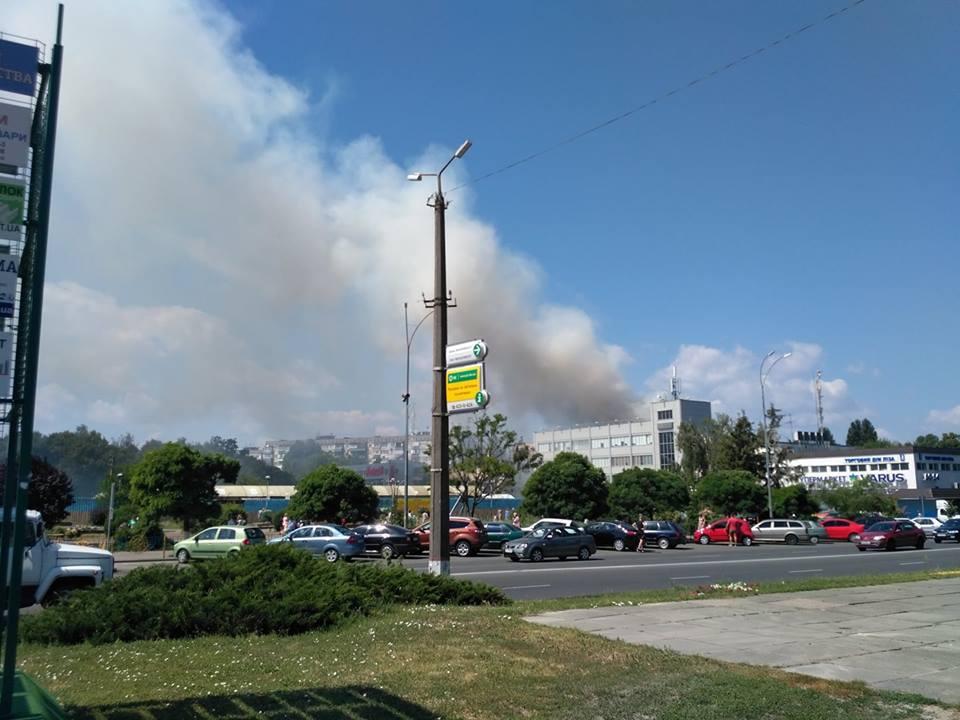 Під Києвом загорілася багатоповерхівка: оголошено евакуацію