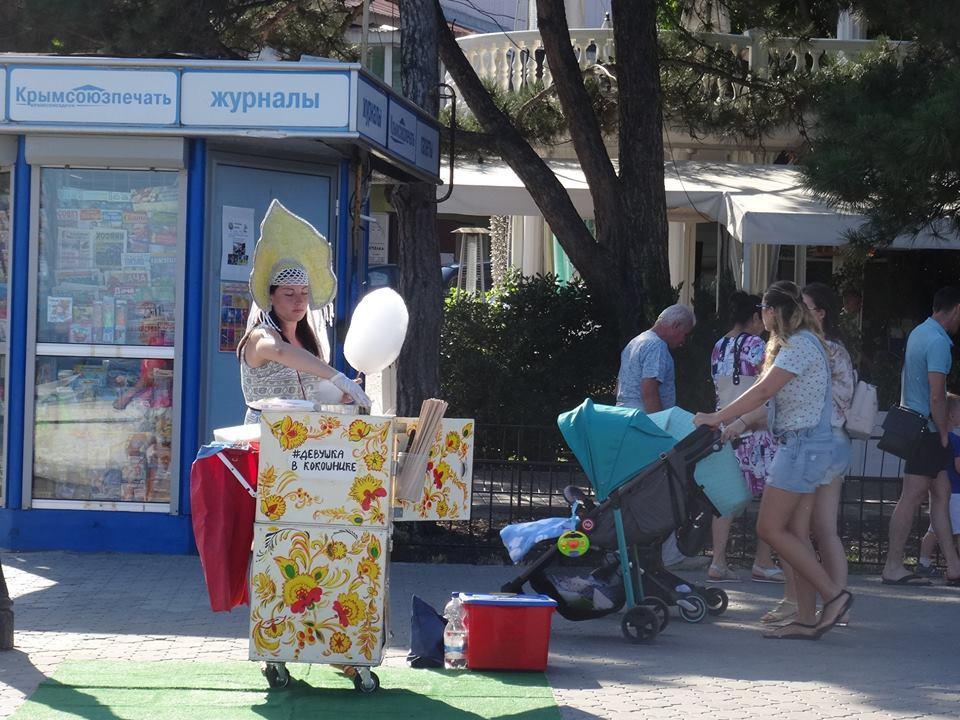 """""""Зачем нам, россиянам, на шее такой Крым?"""" Фото из Алушты"""