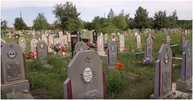 """На Донбасі виявили ціле кладовище терористів """"ДНР"""""""