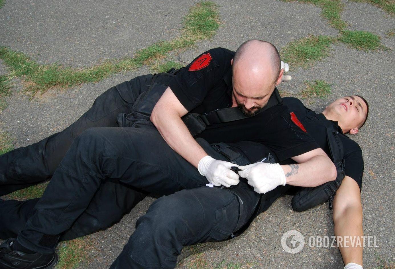 Телохранитель должен уметь оказать первую домедицинскую помощь