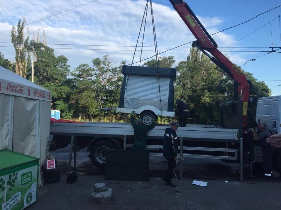 Ботсад в Києві очистили від кіосків. Фотофакт