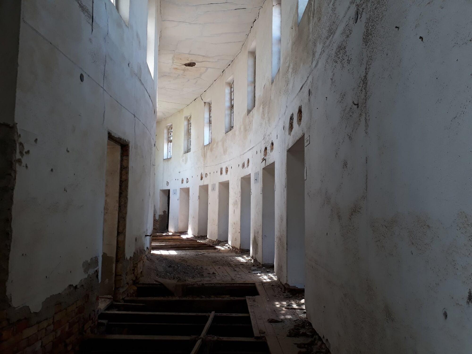 Разруха и голоса людей: во что превратилась лечебница в Куяльнике (фото)