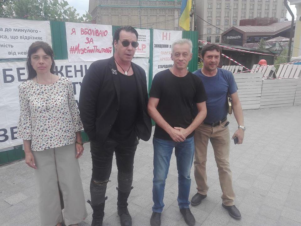 Одружитися з Лободою? Лідер Rammstein приїхав до Києва