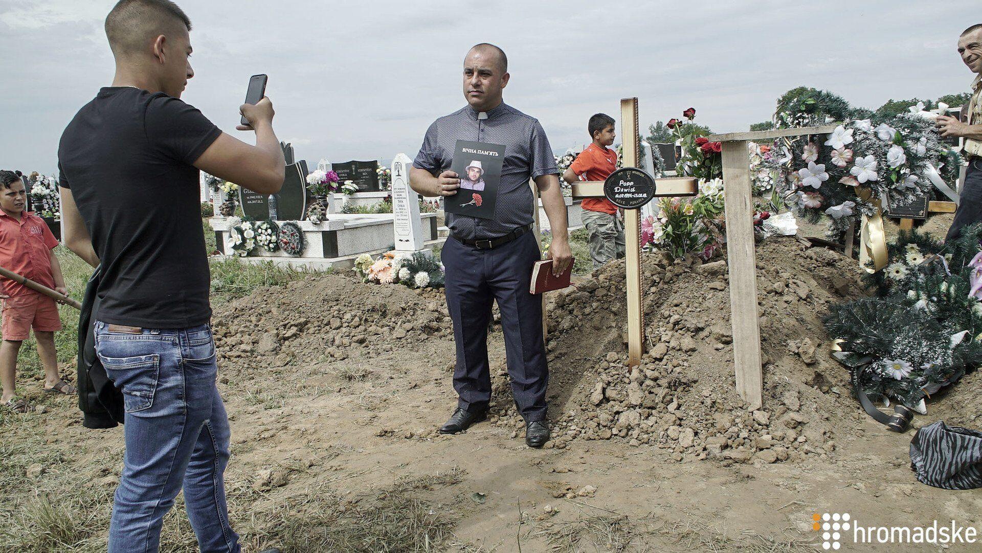 На Закарпатье похоронили жестоко убитого во Львове рома