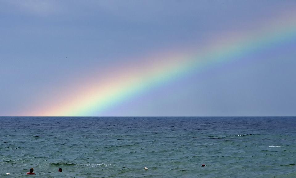 Радуга над Черным морем: появились яркие фото