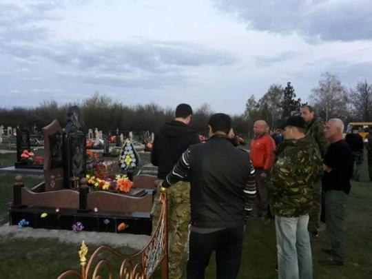 В Кропивницком водитель извинялся на кладбище