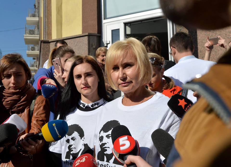 Папу держат в крошечной и темной камере – дочь узника Кремля